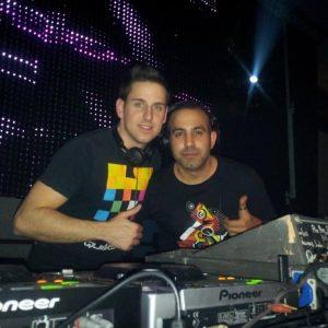 DJ Joker y Erik Romero, en una sesión. Facebook